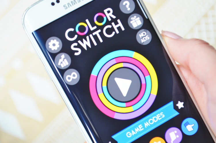 COLOR SWITCH APPLICATION SMARTPHONE.JPG