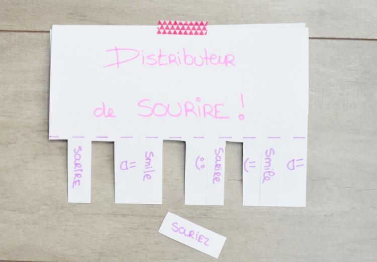 DISTRIBUTEUR DE SOURIRE.JPG